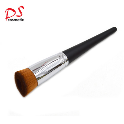 Concave liquid foundation brush