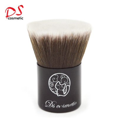 Flat top foundation kabuki brush